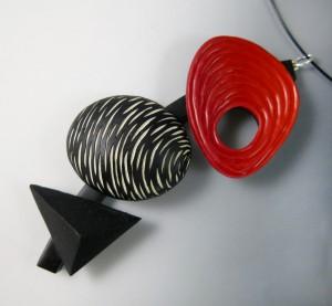 Donna Kato: Black, red & white pendant / Μαύρο, κόκκινο και λευκό περιδέραιο